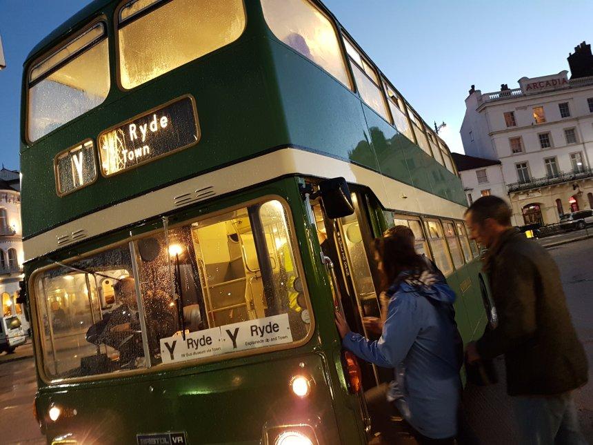 ryde night lit bus